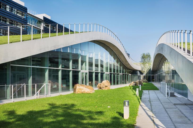 jean-philippe-pargade-technical-and-scientific-centre-of-paris-concrete-hill-designboom-03