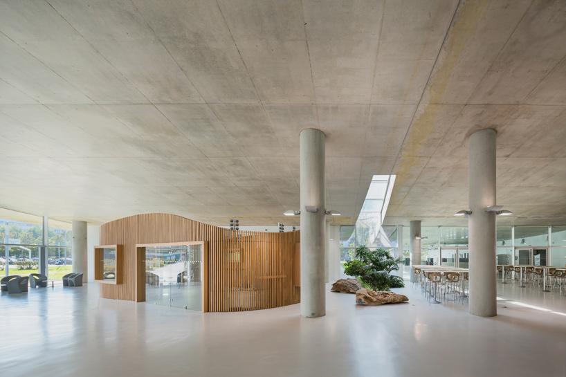 jean-philippe-pargade-technical-and-scientific-centre-of-paris-concrete-hill-designboom-06