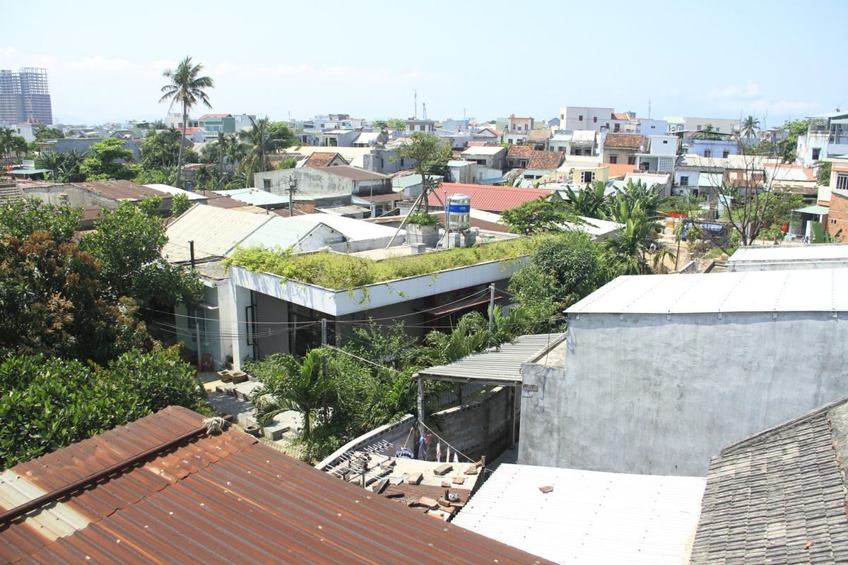Ngôi nhà nằm trong khu xóm nghèo ©khuestelo
