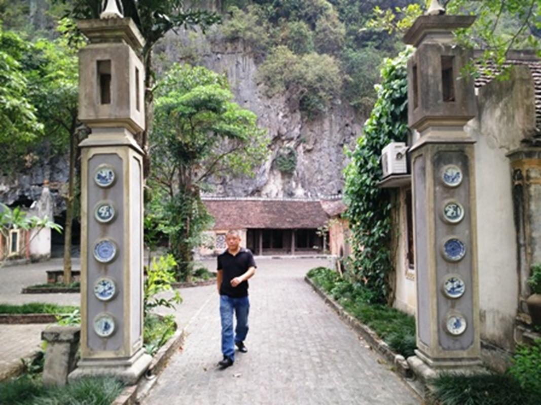 Mỗi ngày làng Việt cổ đón hàng trăm du khách đến tham quan, nghỉ dưỡng