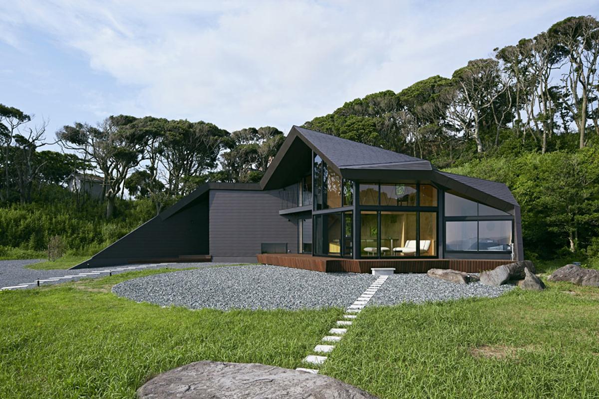 54d581c8e58ece1470000095_villa-escargot-takeshi-hirobe-architects_villaescargot_01 (Copy)