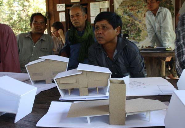 Hội thảo trao đổi kinh nghiệm thực tế về xây dựng bền vững và cách thao tác với vật liệu gỗ được tổ chức cho  chính người dân địa phương