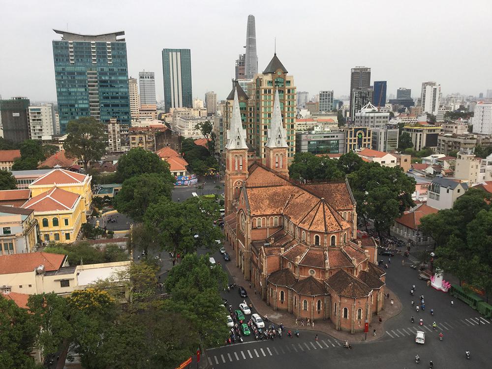 Khu vực Nhà thờ Đức Bà và Bưu Điện : nhiều kiểu kiến trúc cũ và mới không hòa hợp.
