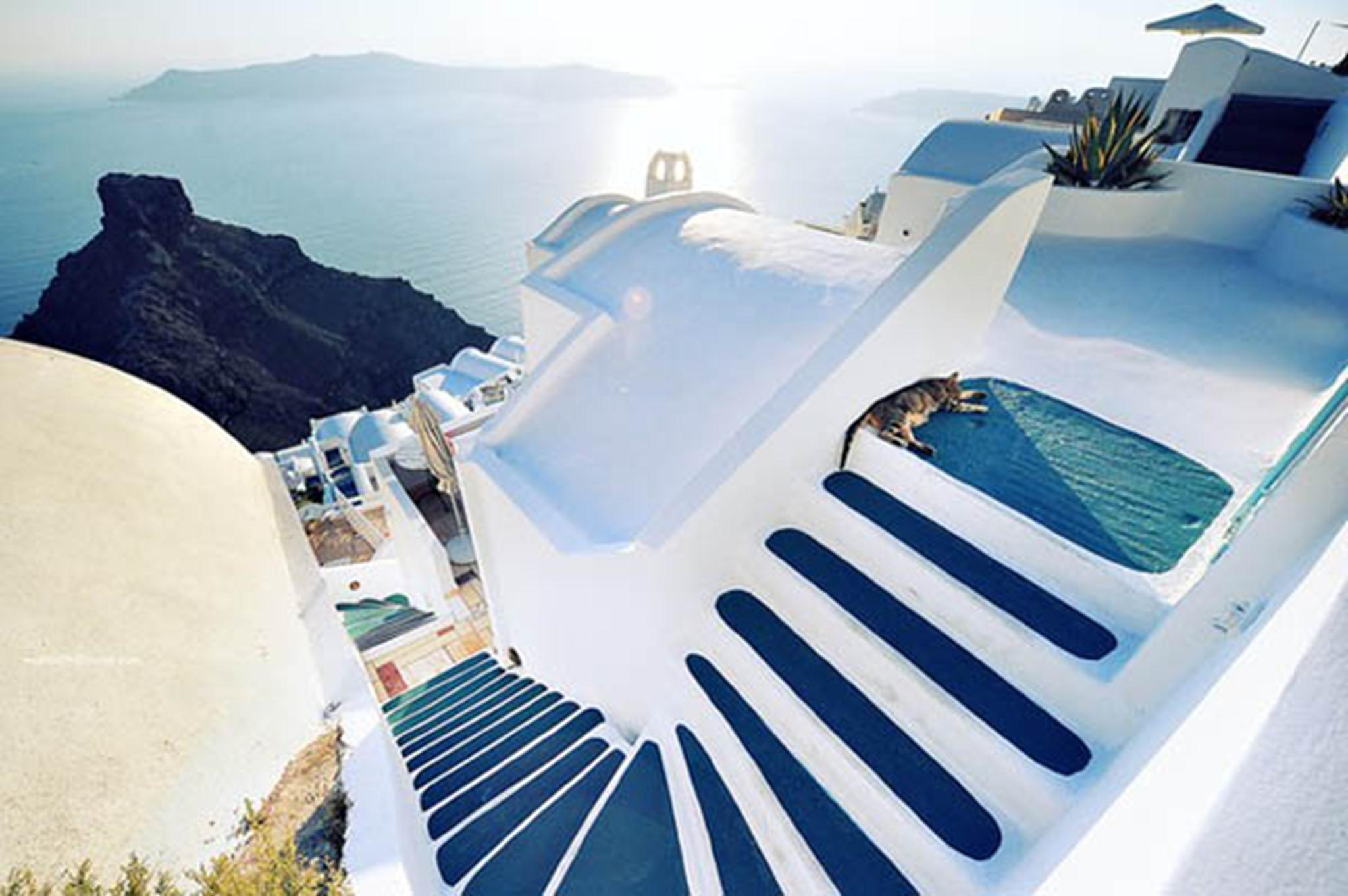 Những ngôi nhà thường sẽ có hai tầng và một cầu thang nằm ngoài trời.