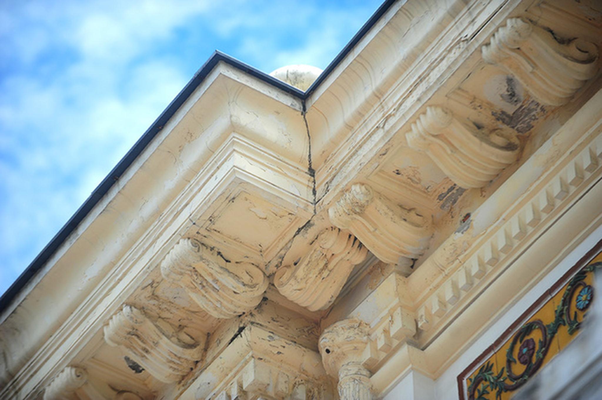 Tuy nhiên, Sở Văn hoá Thể thao và Du lịch Hà Nội cho biết chưa nhận được đề nghị tu sửa. Cục Di sản (Bộ Văn hoá) xác nhận đến hôm nay vẫn chưa nhận được công văn xin phép sơn sửa lại Nhà hát Lớn.