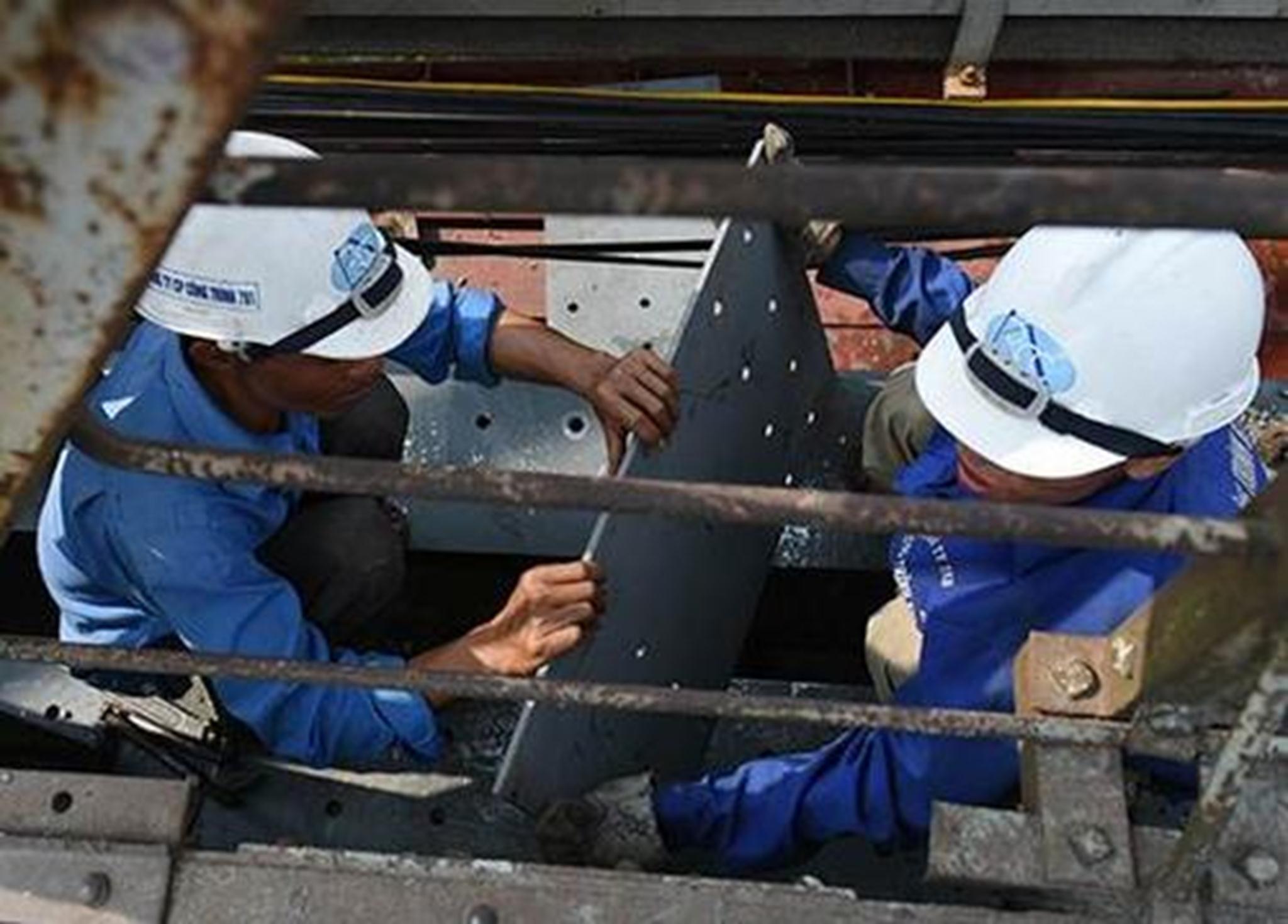 Phần phức tạp nhất của dự án là thay thế, nâng cấp khung thép của cầu.