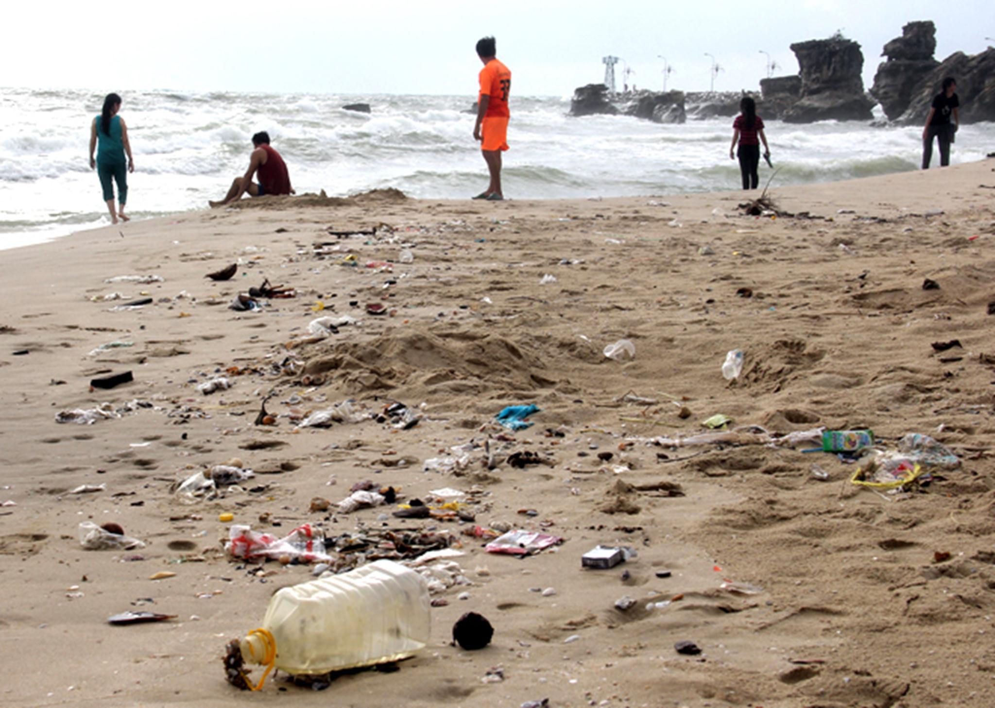 Chủ tịch UBND tỉnh Kiên Giang Lê Văn Thi cũng nhìn nhận môi trường Phú Quốc hiện chưa đảm bảo, cần phải tâp trung các biện pháp bảo vệ nếu không sắp tới lượng khách tăng với nhịp độ 30-40% mỗi năm thì việc bảo vệ môi trường ở đây sẽ khó hơn.