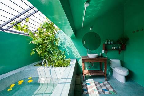 MM House-  MM++ architects Nhà vệ sinh thường bị đóng trong những không gian kín thiếu ánh sáng tự nhiên không phải vì nó không cần ánh sáng mà là những vấn đề về riêng tư bó buộc