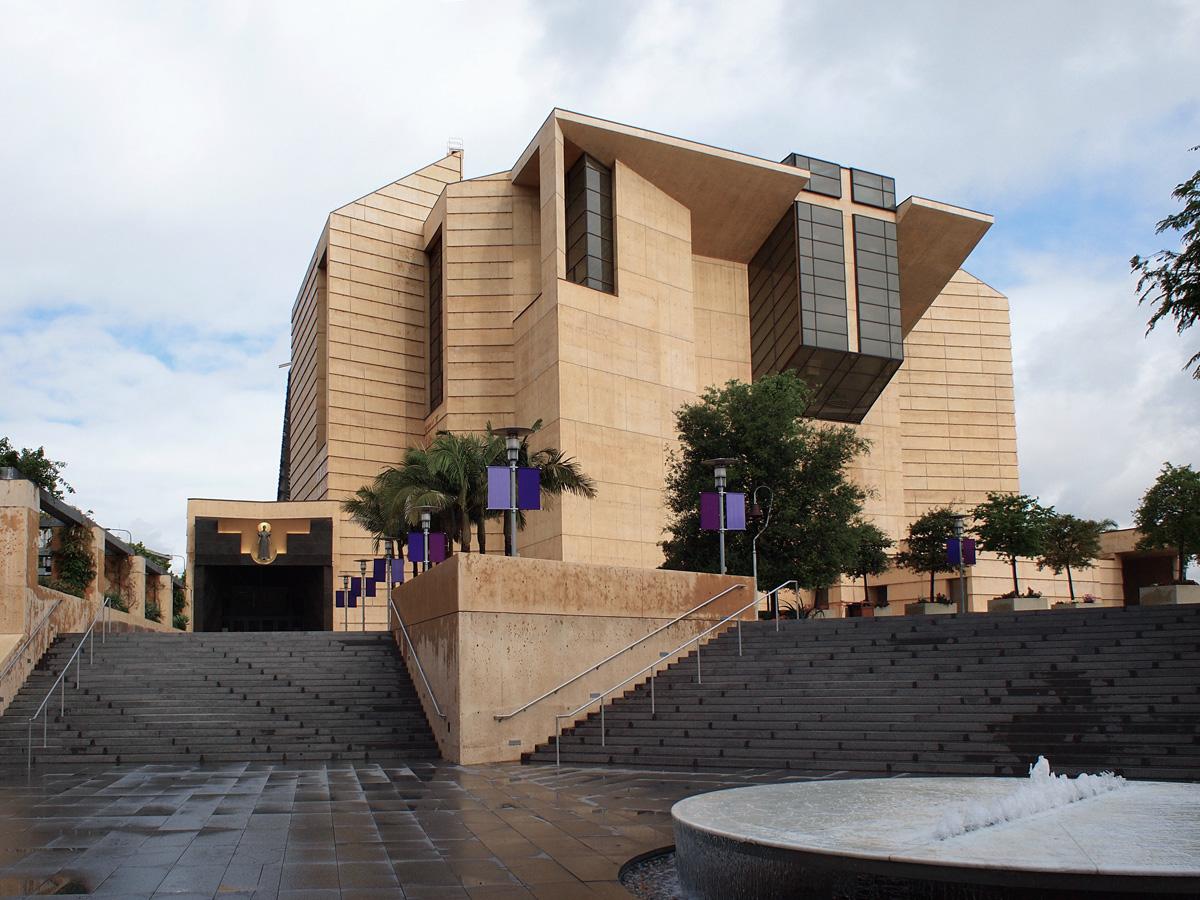 Bậc thang dẫn lối lên Nhà thờ