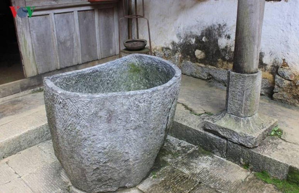 Bể tắm của các bà vợ vua mèo được đục bằng đá