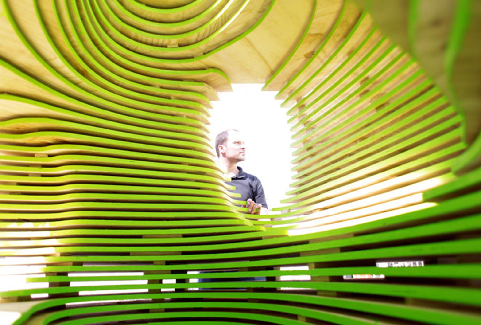 Chris Bosse cùng thiết kế của mình,Sydney, 2011