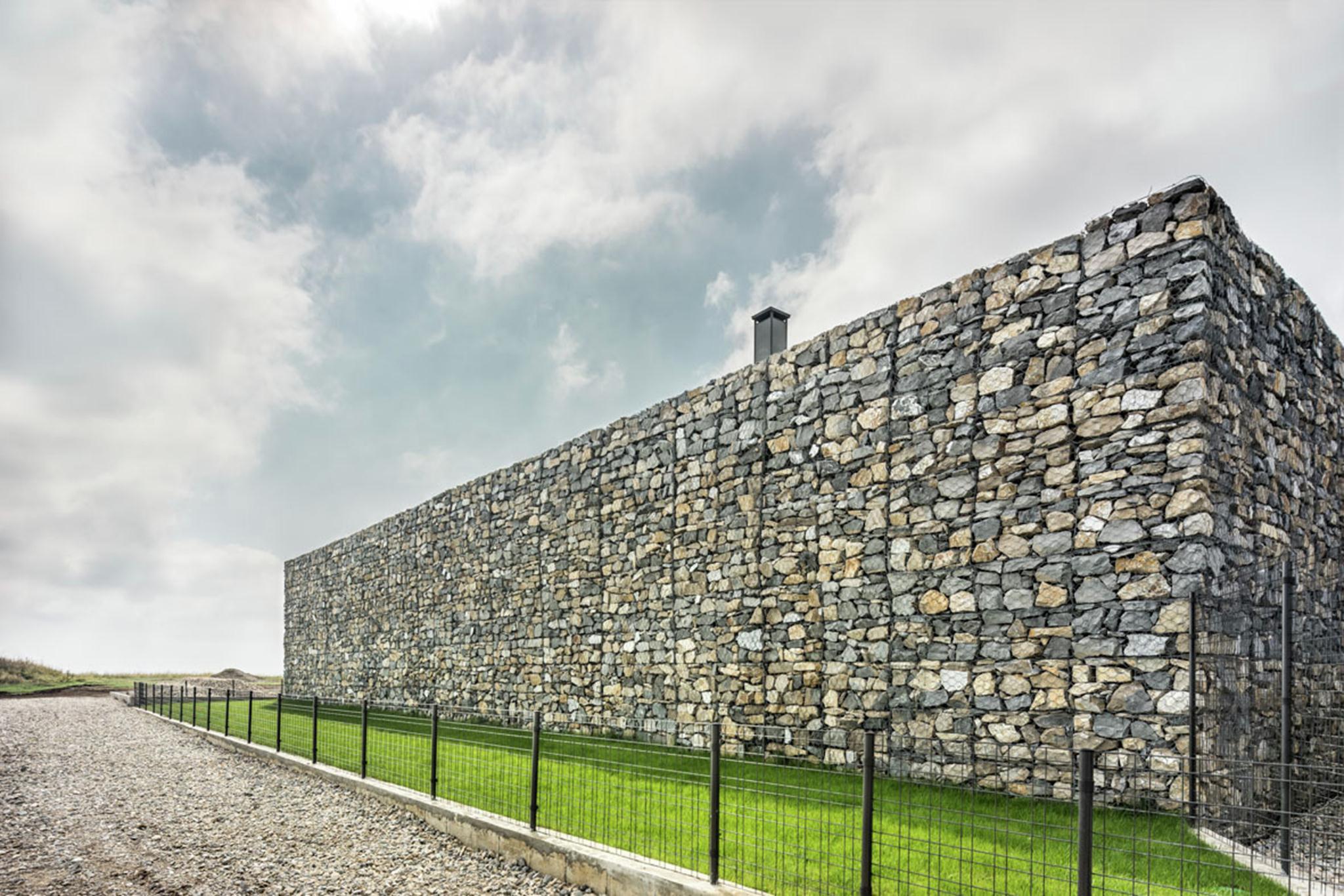 Ngôi biệt thự được xây dựng trên diện tích 980 m2