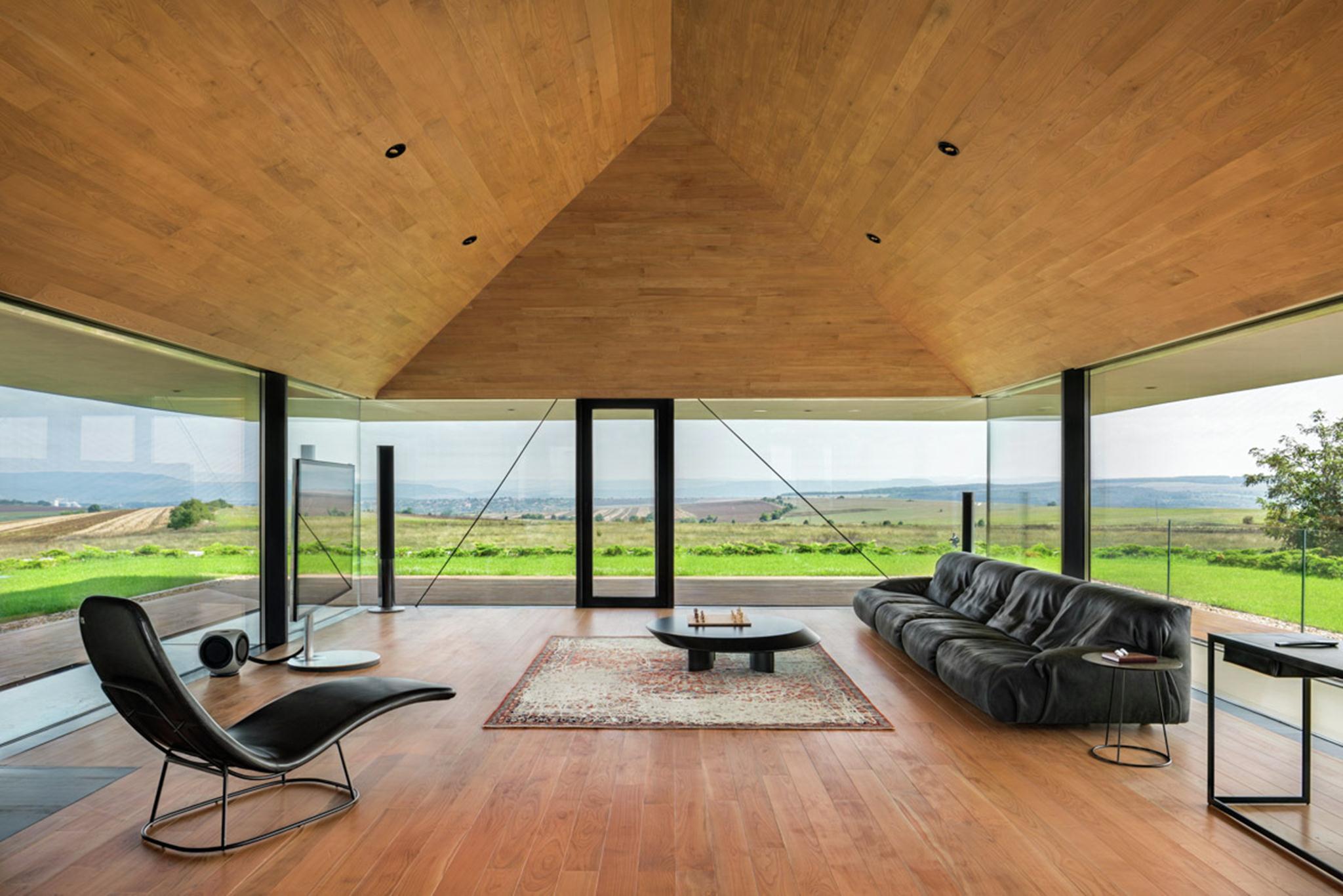 Gỗ là vật liệu chính cho nội thất căn nhà.