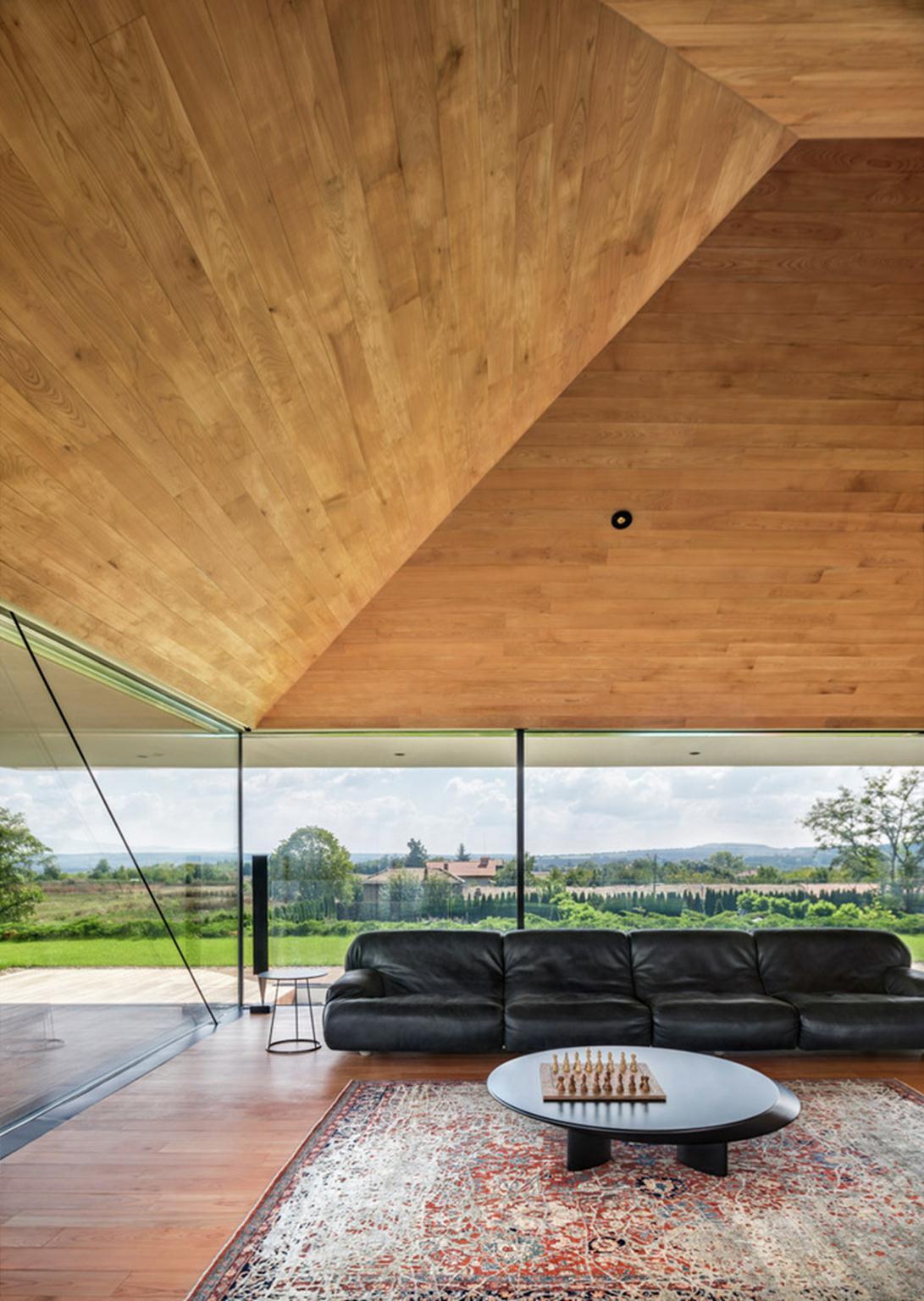 Phòng khách rộng rãi với không gian mở.