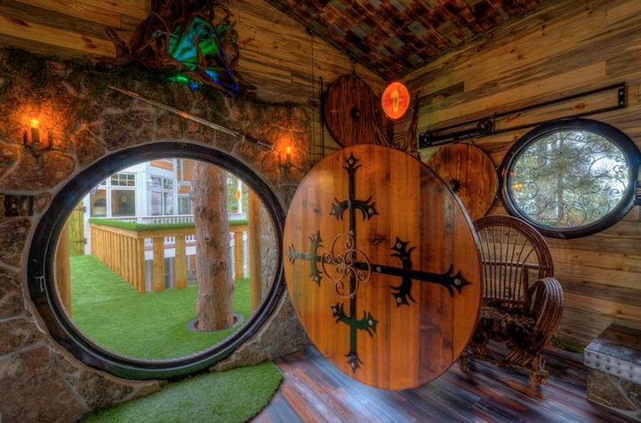 Cấu trúc hình tròn được lựa chọn cho ngôi nhà như cửa chính, cửa sổ và không gian nội thất làm cho nhà có nhiều điểm nhấn.