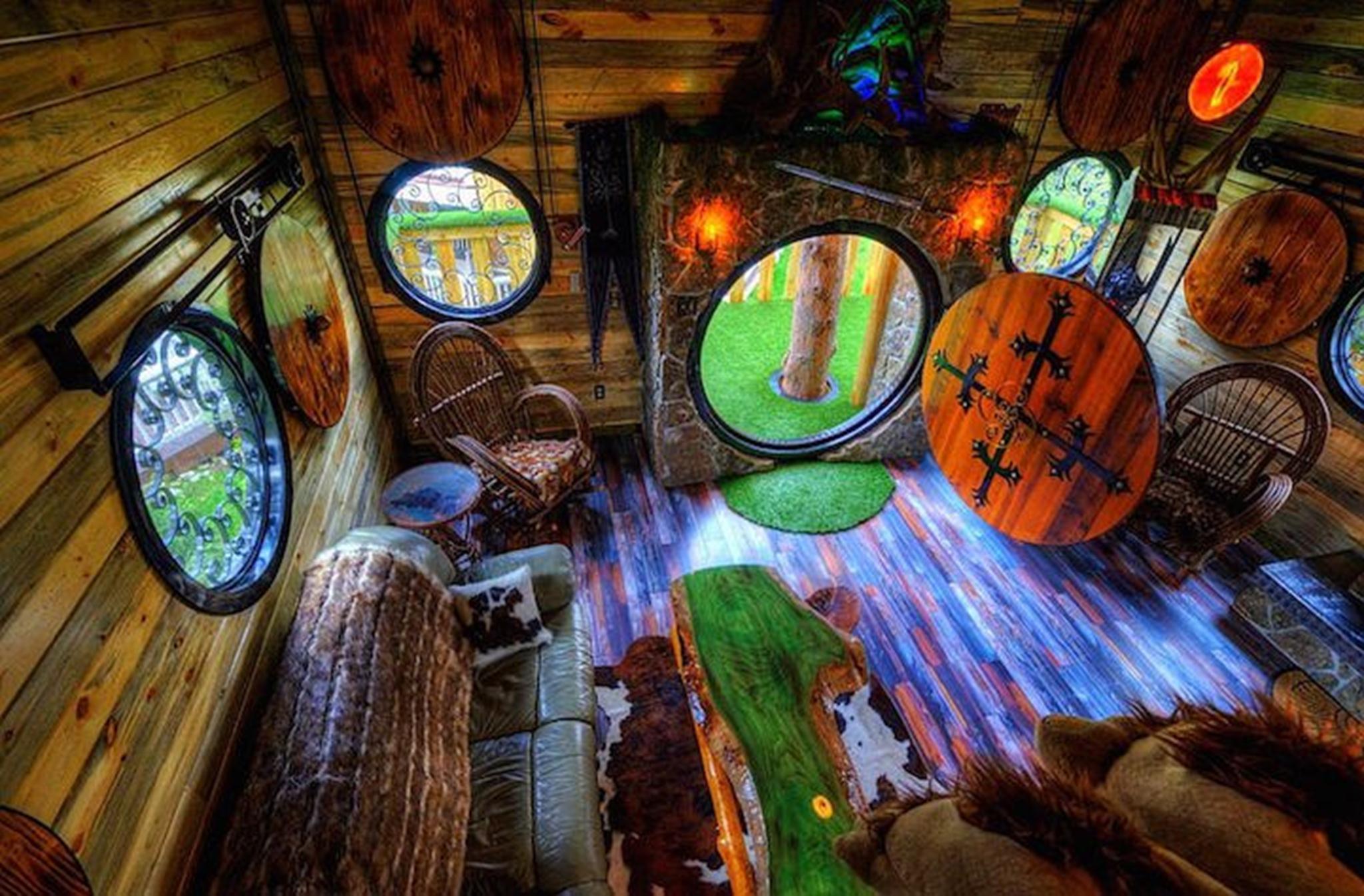 Dép đi trong nhà Hobbit được thiết kế đặc biệt cho tất cả các nhóm tuổi.