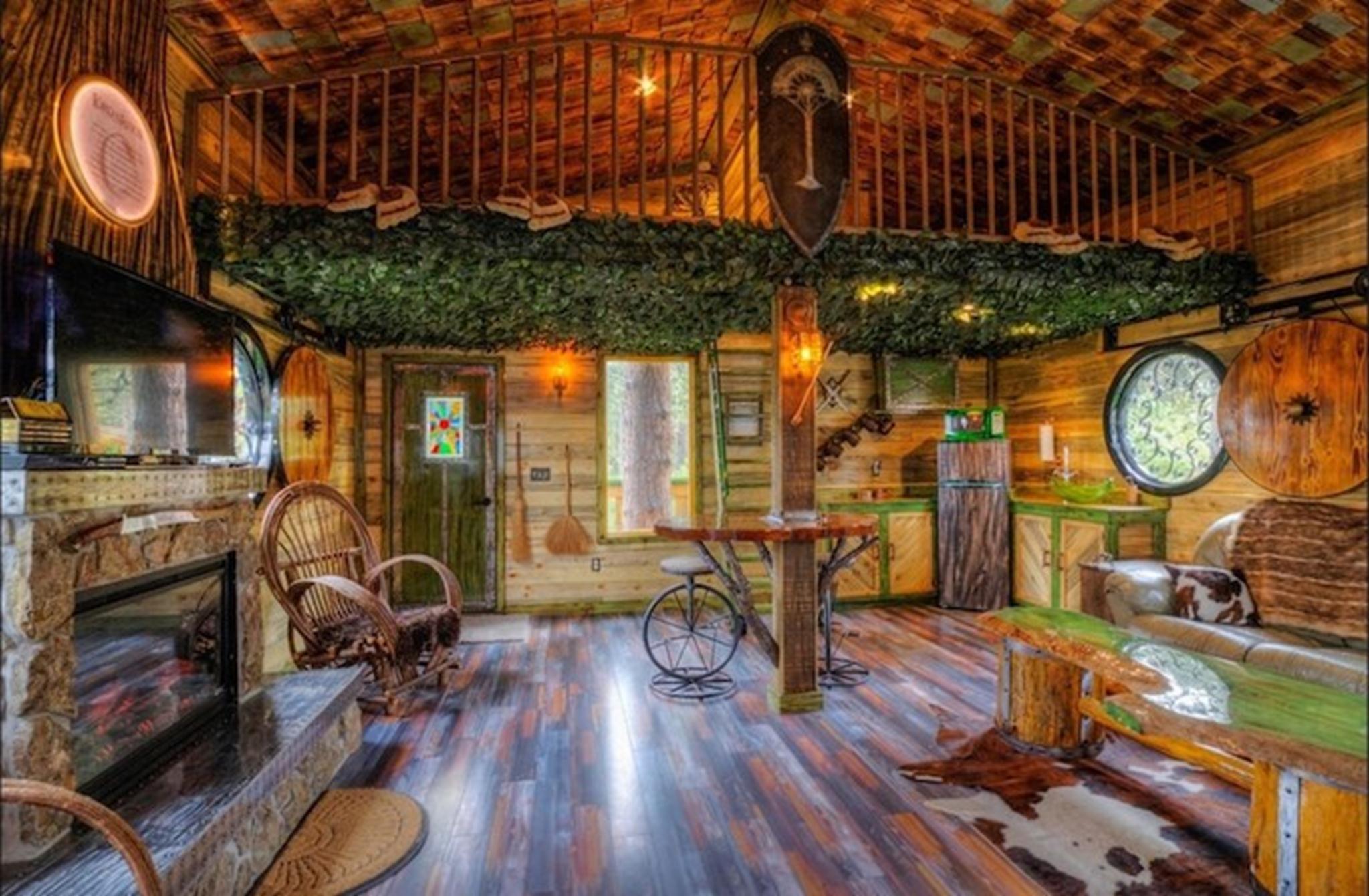 Vật liệu xây dựng cho ngôi nhà chủ yếu làm bằng gỗ.