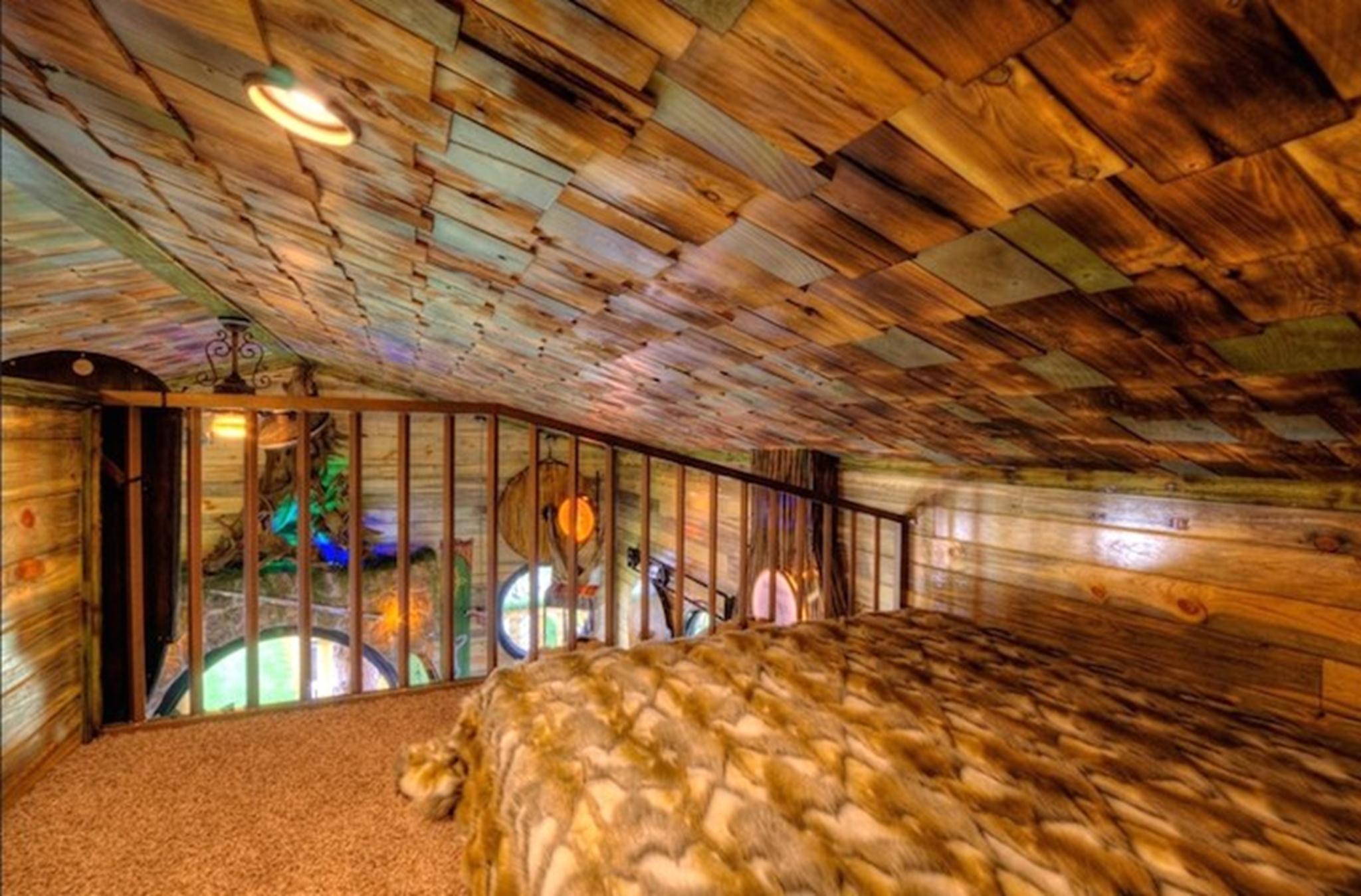 Ngôi nhà có 4 phòng ngủ và nội thất đầy đủ cho 1 gia đình lớn.