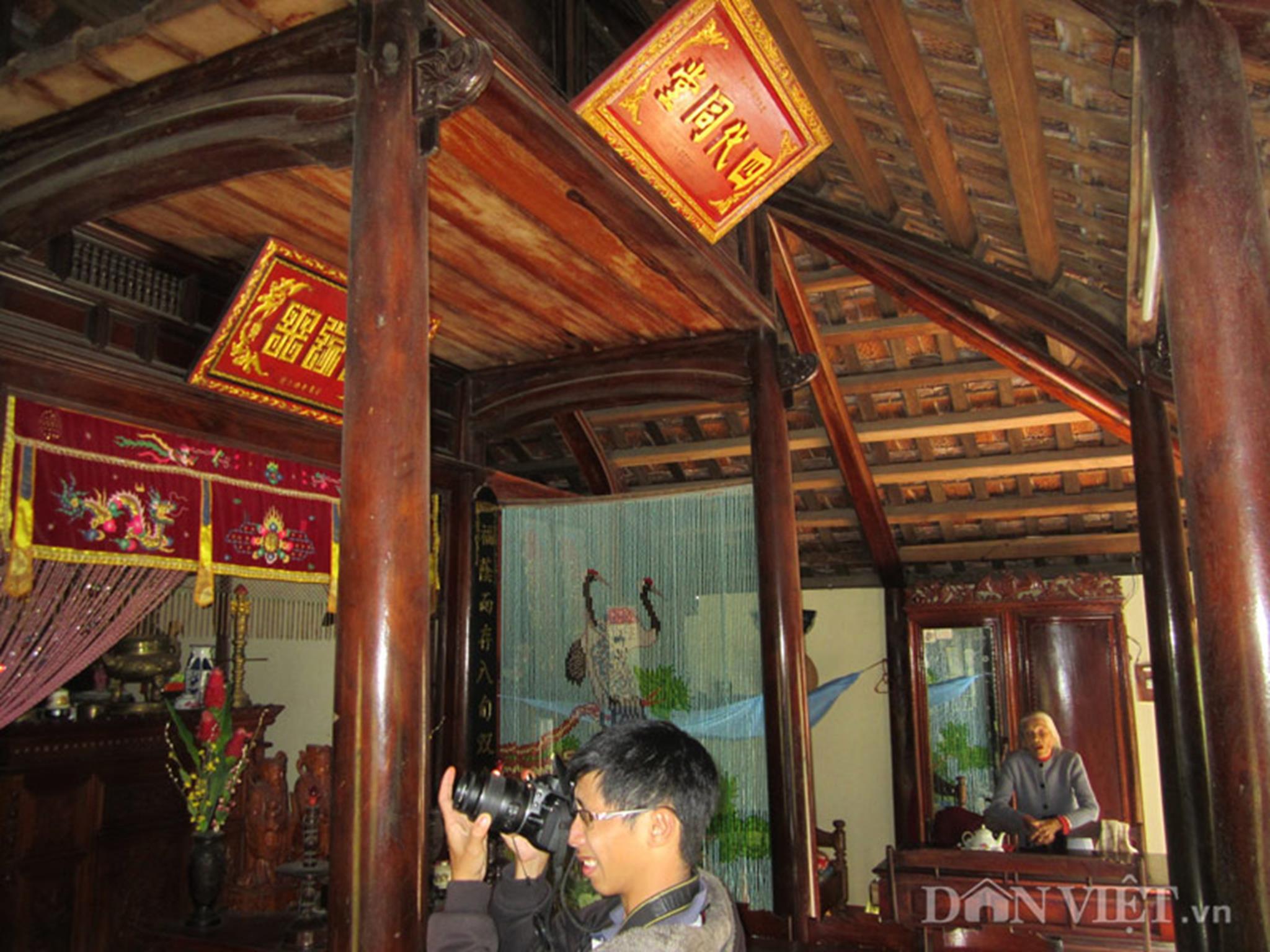 Bên trong căn nhà rường của bà Dương Thị Hường (96 tuổi). Nhà rường thường là nhà ba gian.