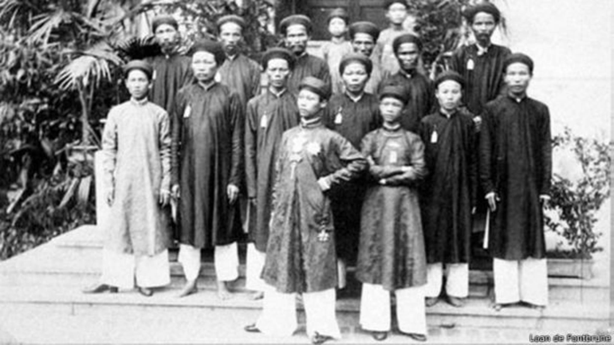 Image copyrightLoan de Fontbrune Image caption Vua Thành Thái và triều thần - tác giả Pierre Dieulefils