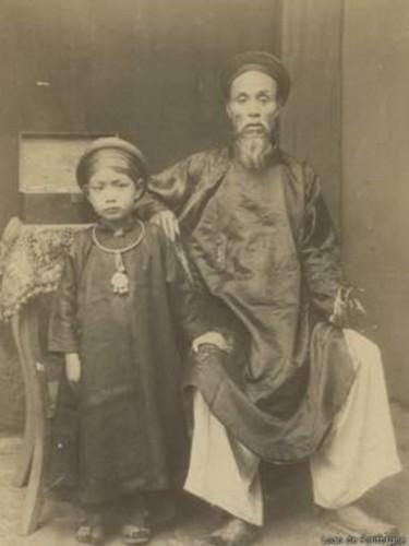 160129165232_vietnam_emperor_doctor_indo