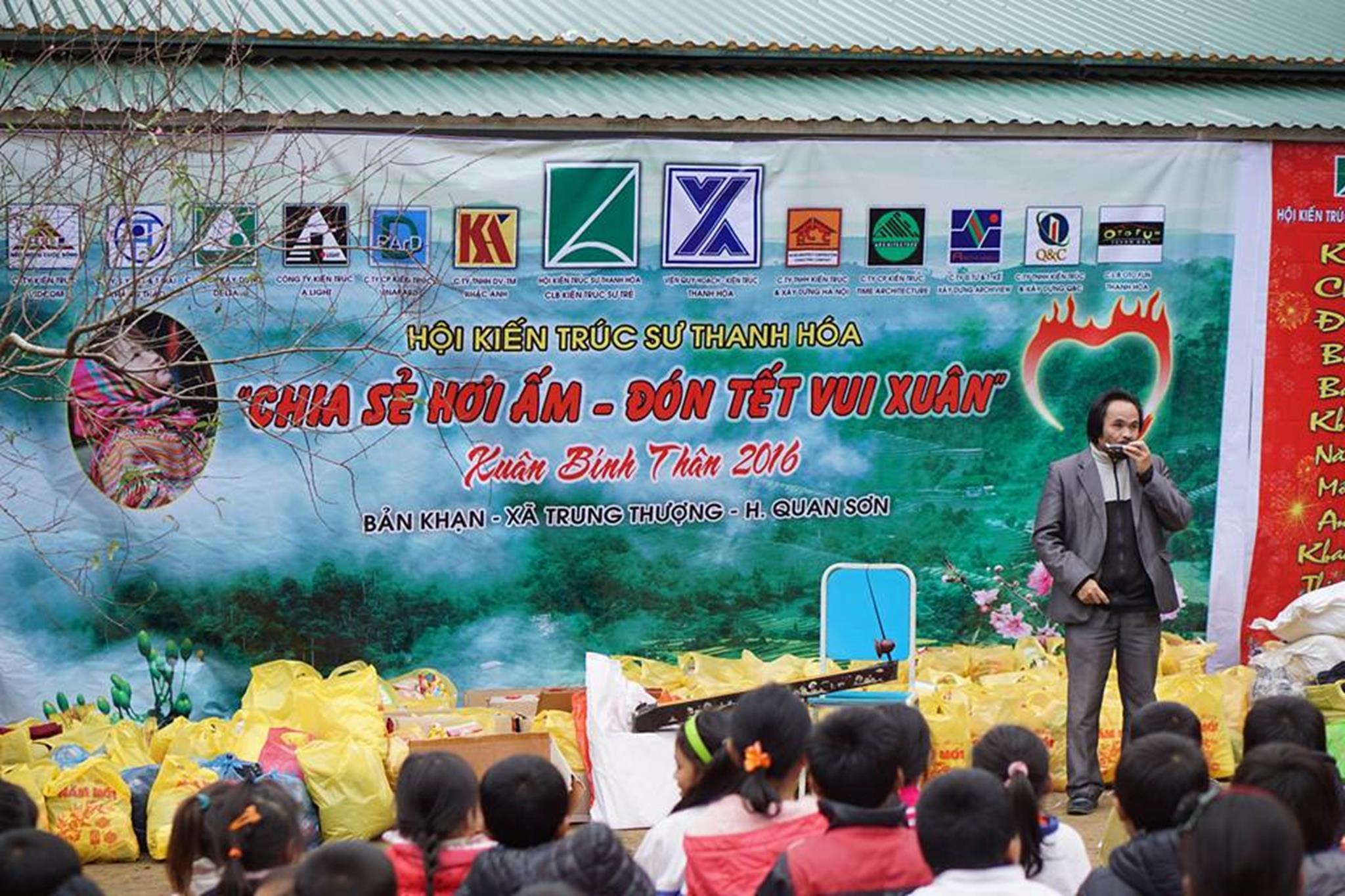 KTS Lê Đình Sơn biểu diễn đàn bầu, kèn amonica (Copy)