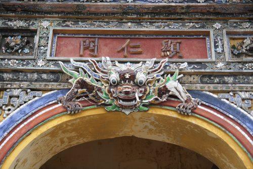 hien-nhan-mon-500x334.jpg