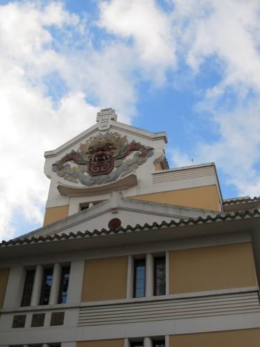 Hình quỷ La Hầu trang trí nóc nhà Đông Dương học xá ở Paris