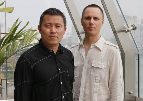 Andy Cao và đồng sự - nghệ sĩ Xavier Perrot tại TP.HCM. Ảnh: Trung Dũng