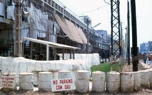 Một khu nhà dành cho binh lính đồng minh trên đường Nguyễn Văn Thoại (nay là Lý Thường Kiệt) năm 1970 - Ảnh tư liệu