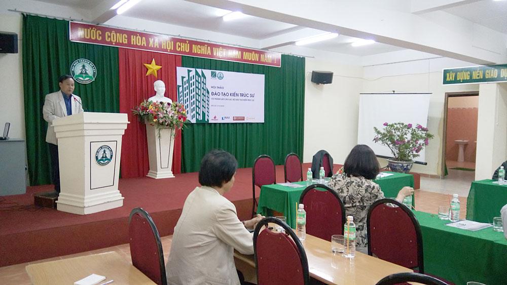 Chủ tịch Hội KTSVN - KTS Nguyễn Tấn Vạn phát biểu trong Hội thảo