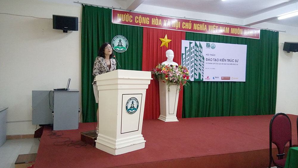 Viện trưởng Viện Kiến trúc ( Hội KTSVN) phát biểu trong Hội thảo Đào tạo Kiến trúc sư