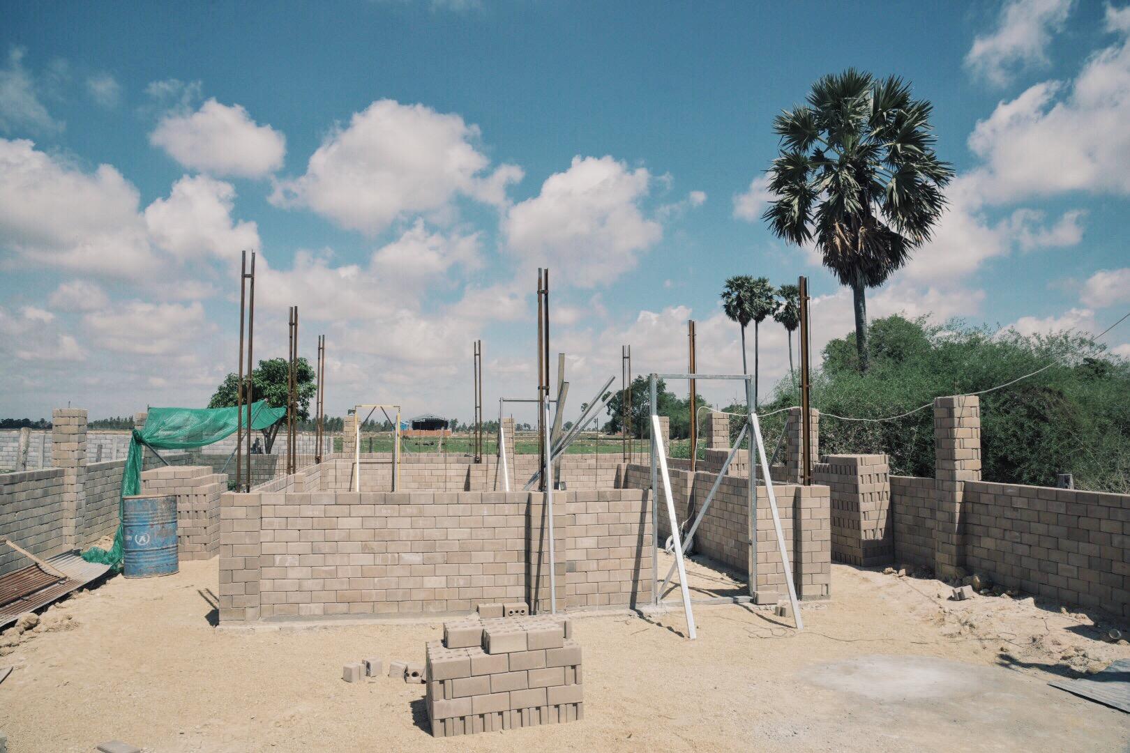 Một ngôi nhà xây dựng dở ở ngoại ô Phnom Phenh