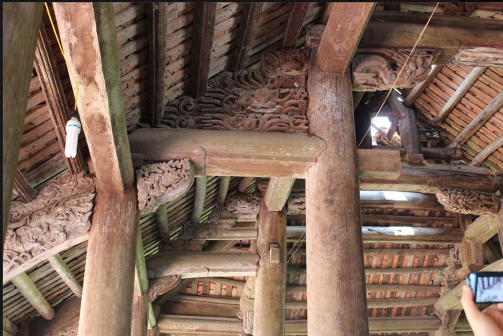Mái đình Đình Chu bị thủng, dột nát