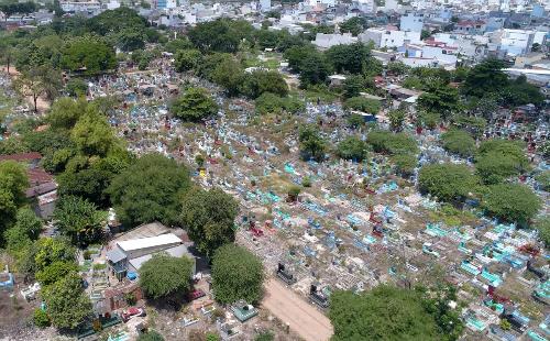 40% đất nghĩa trang Bình Hưng Hòa sẽ được đấu giá để làm khu phức hợp cao cấp. Ảnh: Quỳnh Trần