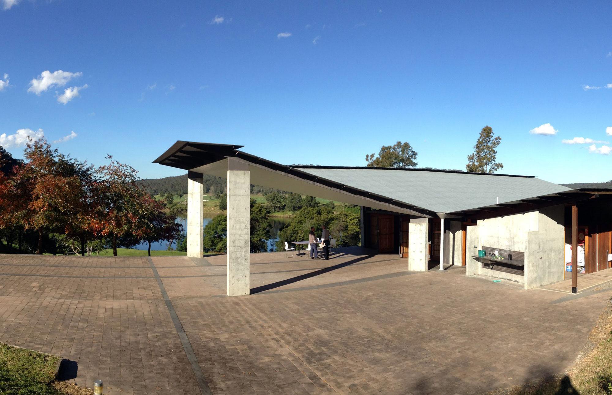 Boyd Education Center - KTS Glenn Murcutt - Mái tôn tạo nên một ấn tượng mạnh với thiết kế gấp khúc