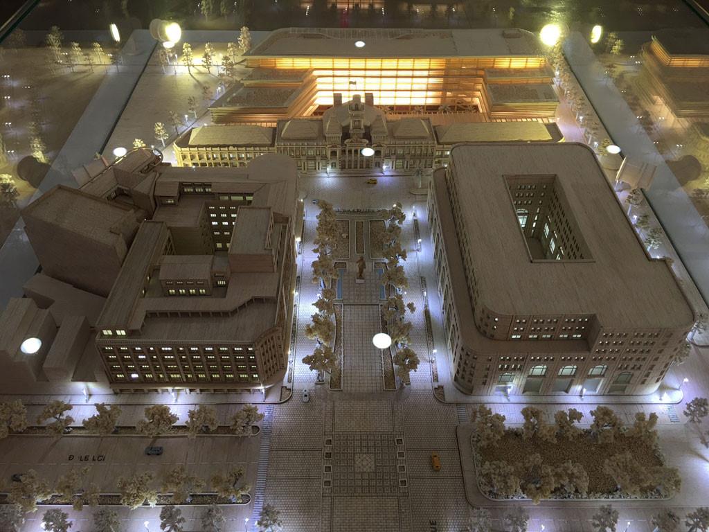 Phối cảnh tổng thể công trình xây dựng mở rộng, nâng cấp trụ sở HĐND, UBND TP.HCM nhìn từ phố đi bộ Nguyễn Huệ ẢNH: ĐÌNH PHÚ CHỤP LẠI TỪ TRIỂN LÃM
