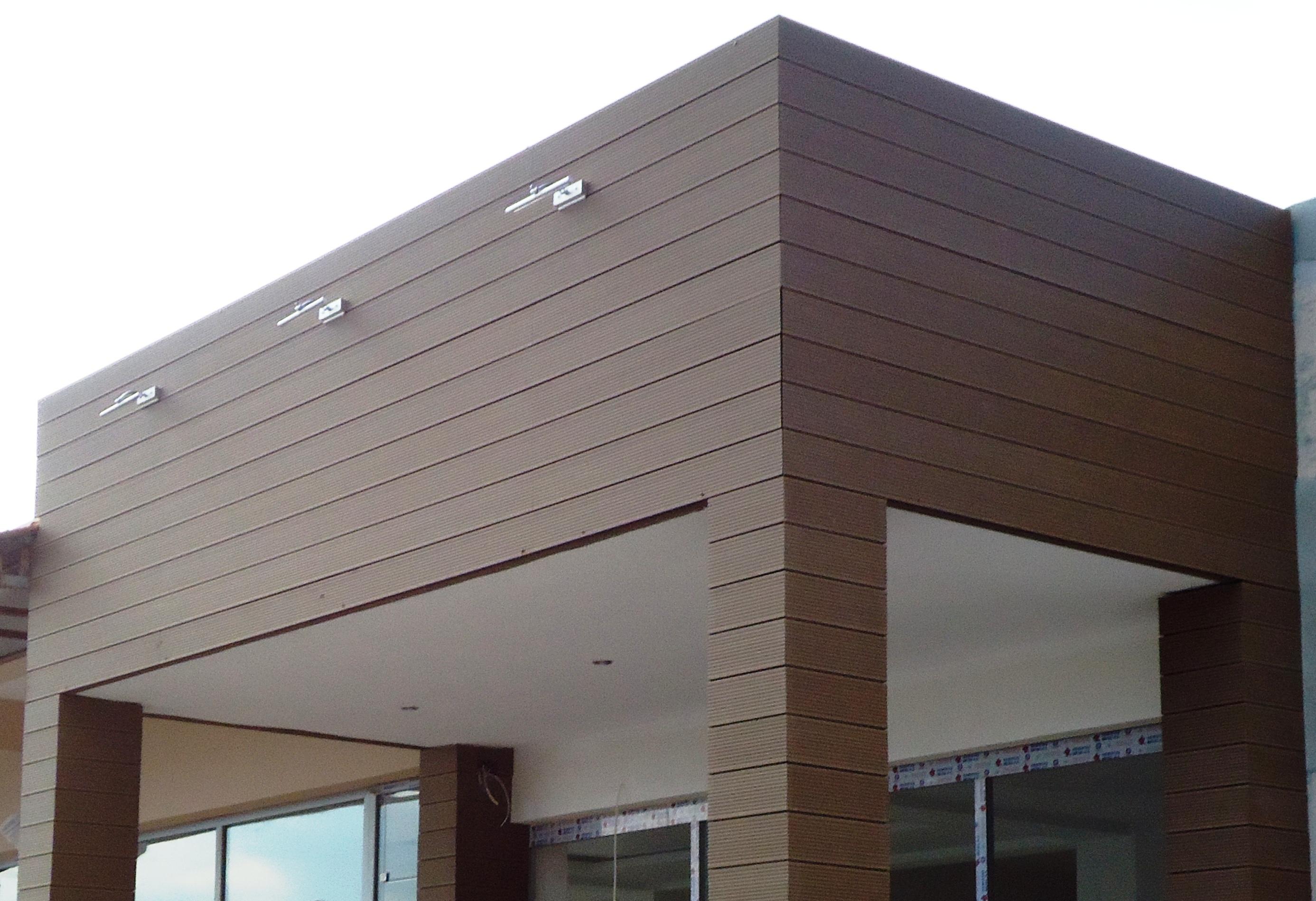 Ốp mặt ngoài nhà bằng tấm ốp tường gỗ nhựa ngoài trời