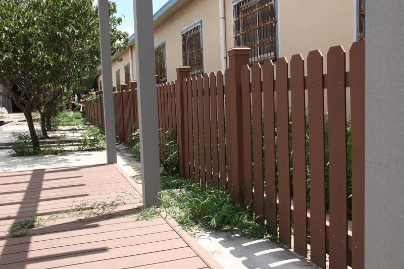 Hàng rào bằng thanh đa năng dẹt