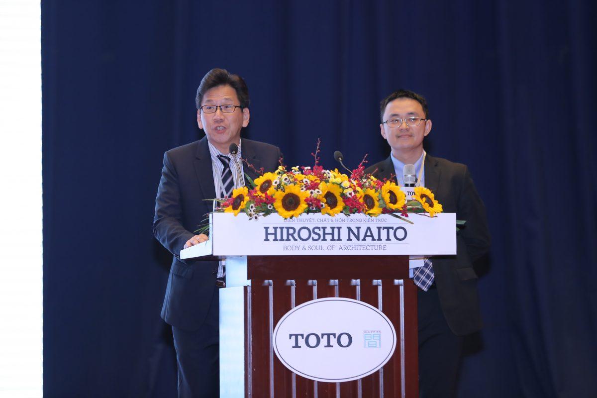 Ông Yamasaki Masao – Tổng Giám đốc TOTO Việt Nam (trái) phát biểu tại sự kiện