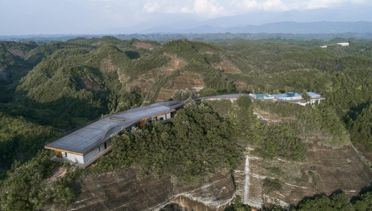 Eagle-rock-cliffs-Khach-san-sang-trong-giua-nui-rung-kien-viet-2-1.jpg