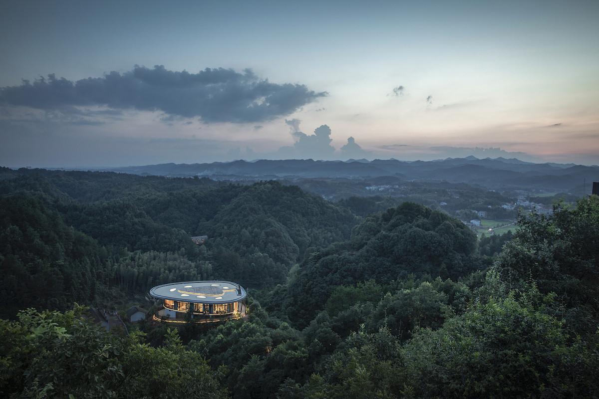 Eagle-rock-cliffs-Khach-san-sang-trong-giua-nui-rung-kien-viet-8.jpg