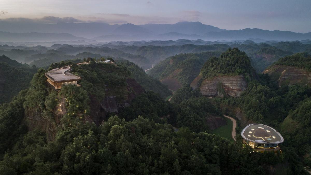 Eagle-rock-cliffs-Khach-san-sang-trong-giua-nui-rung-kien-viet.jpg