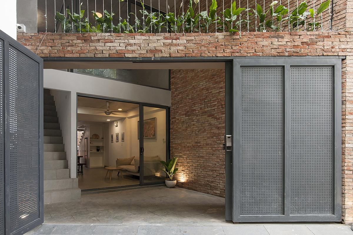 "Dual House - Nhà ""Hai trong Một"" | ROOM+ Design & Build"