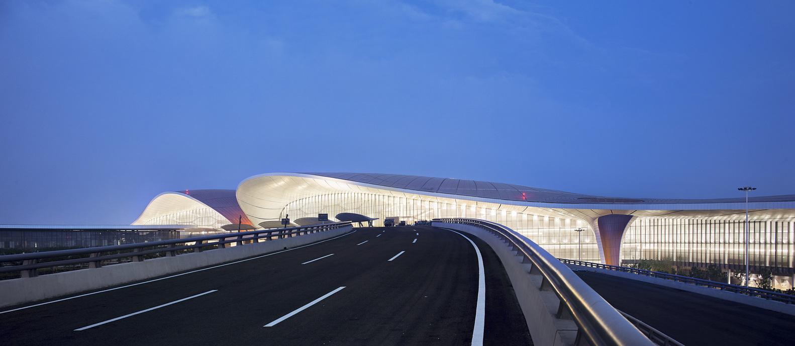 Cảng hàng không, Zaha Hadid