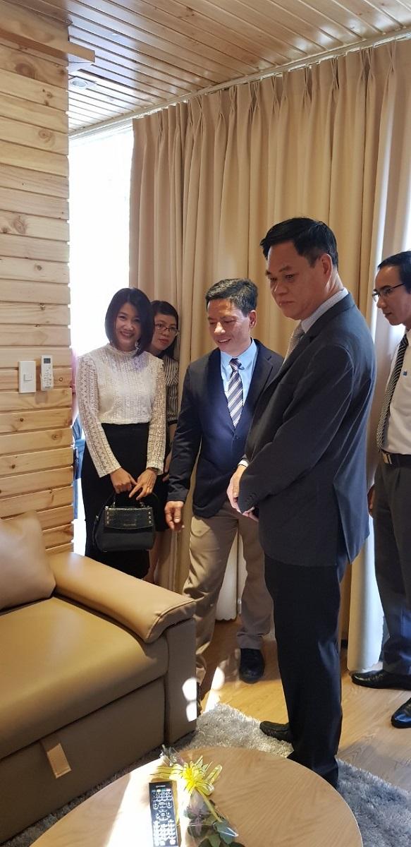 Bí thư Tỉnh ủy Phú Yên - ông Huỳnh Tấn Việt ghé thăm triển lãm Kiến trúc Nội thất tại MUCE