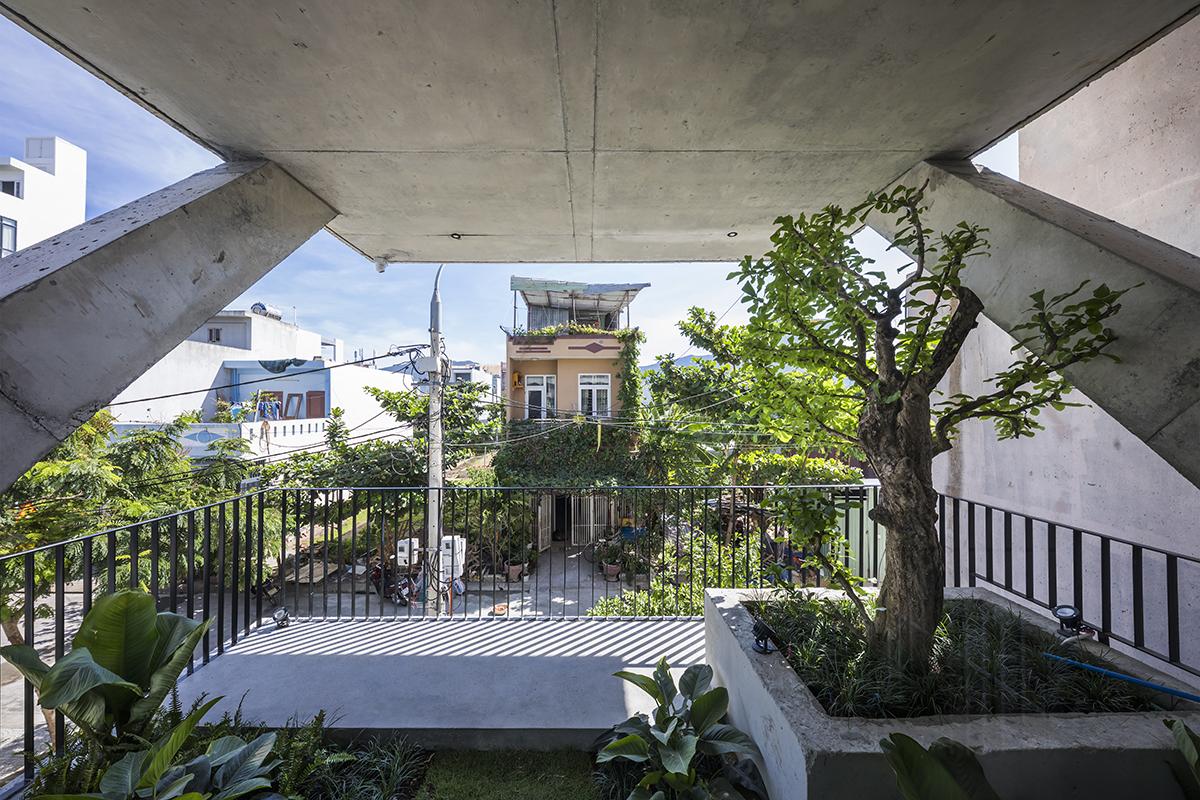 0443 - The Concrete House 01 / Ho Khue Architects: Ngôi nhà 4 tầng với diện tích lô 5m x 16m