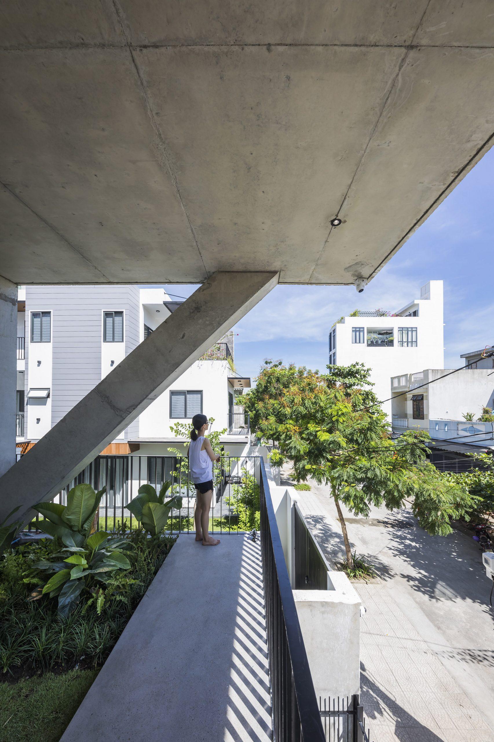 0462 scaled - The Concrete House 01 / Ho Khue Architects: Ngôi nhà 4 tầng với diện tích lô 5m x 16m