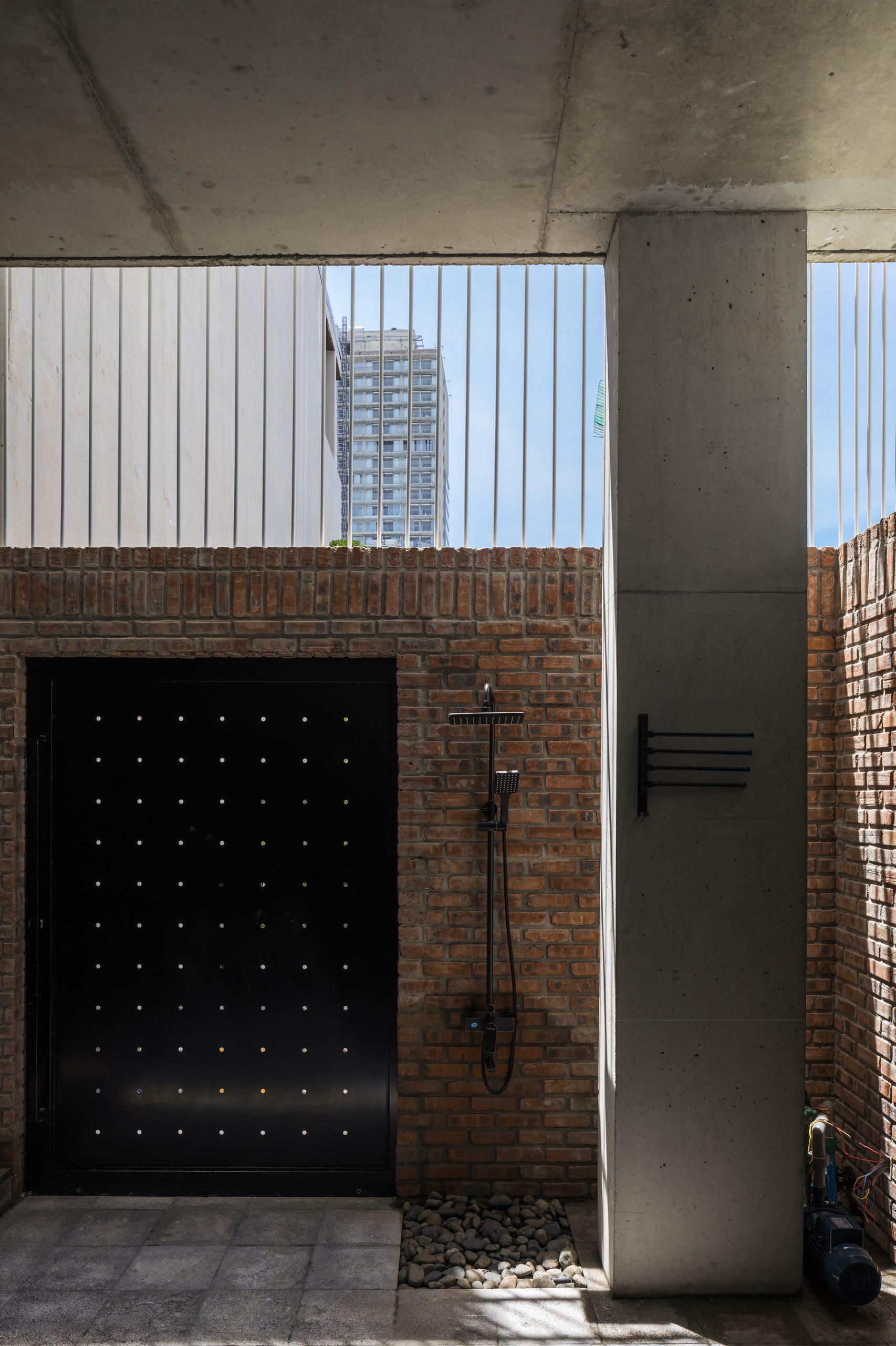 0523 scaled - The Concrete House 01 / Ho Khue Architects: Ngôi nhà 4 tầng với diện tích lô 5m x 16m