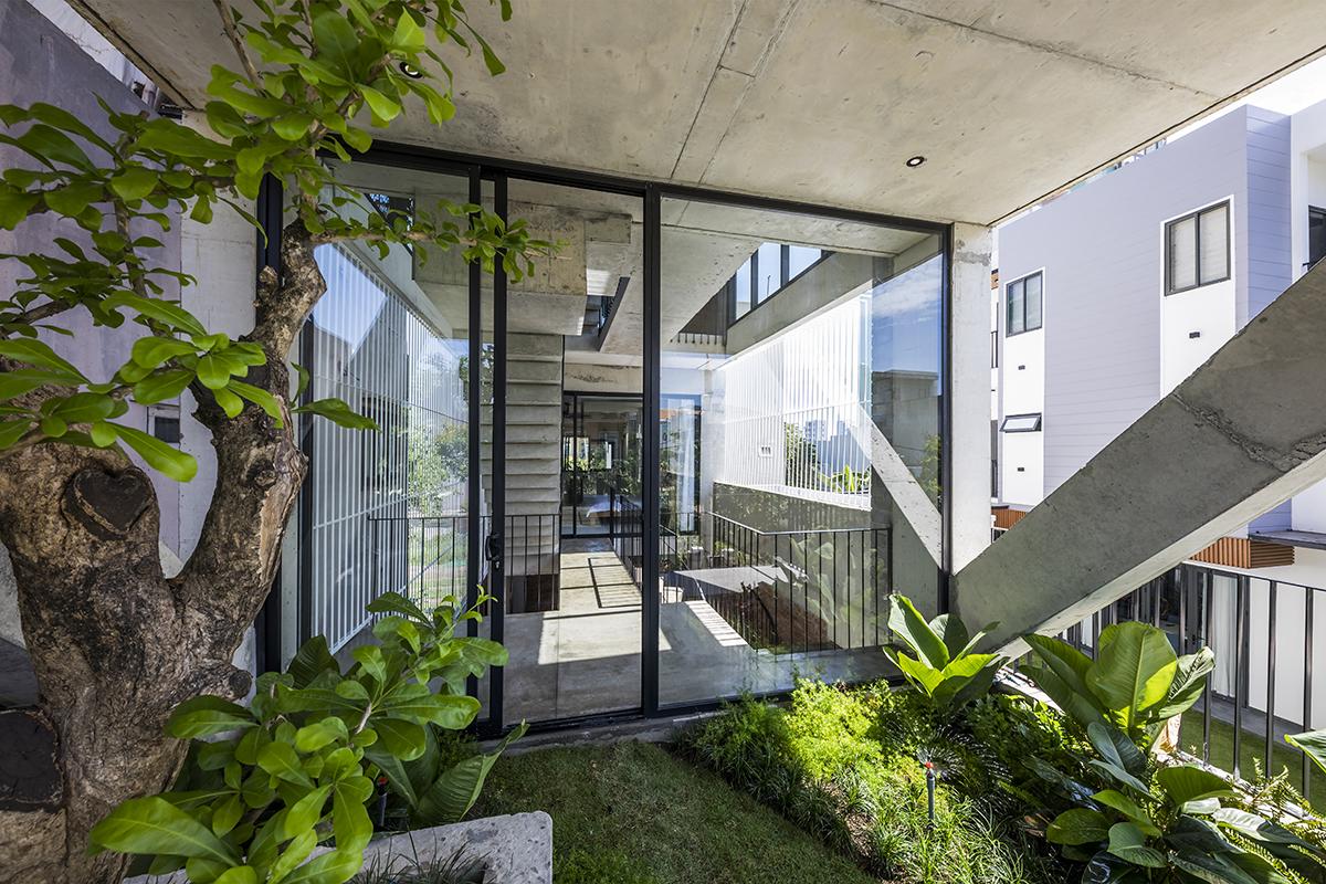 0747 - The Concrete House 01 / Ho Khue Architects: Ngôi nhà 4 tầng với diện tích lô 5m x 16m